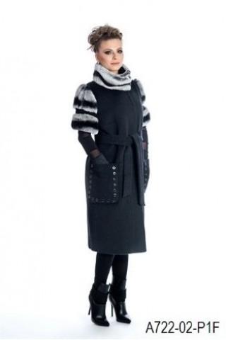 Short sleeve wool coat with chinchilla fur