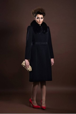 Wool coat with removable fox collar