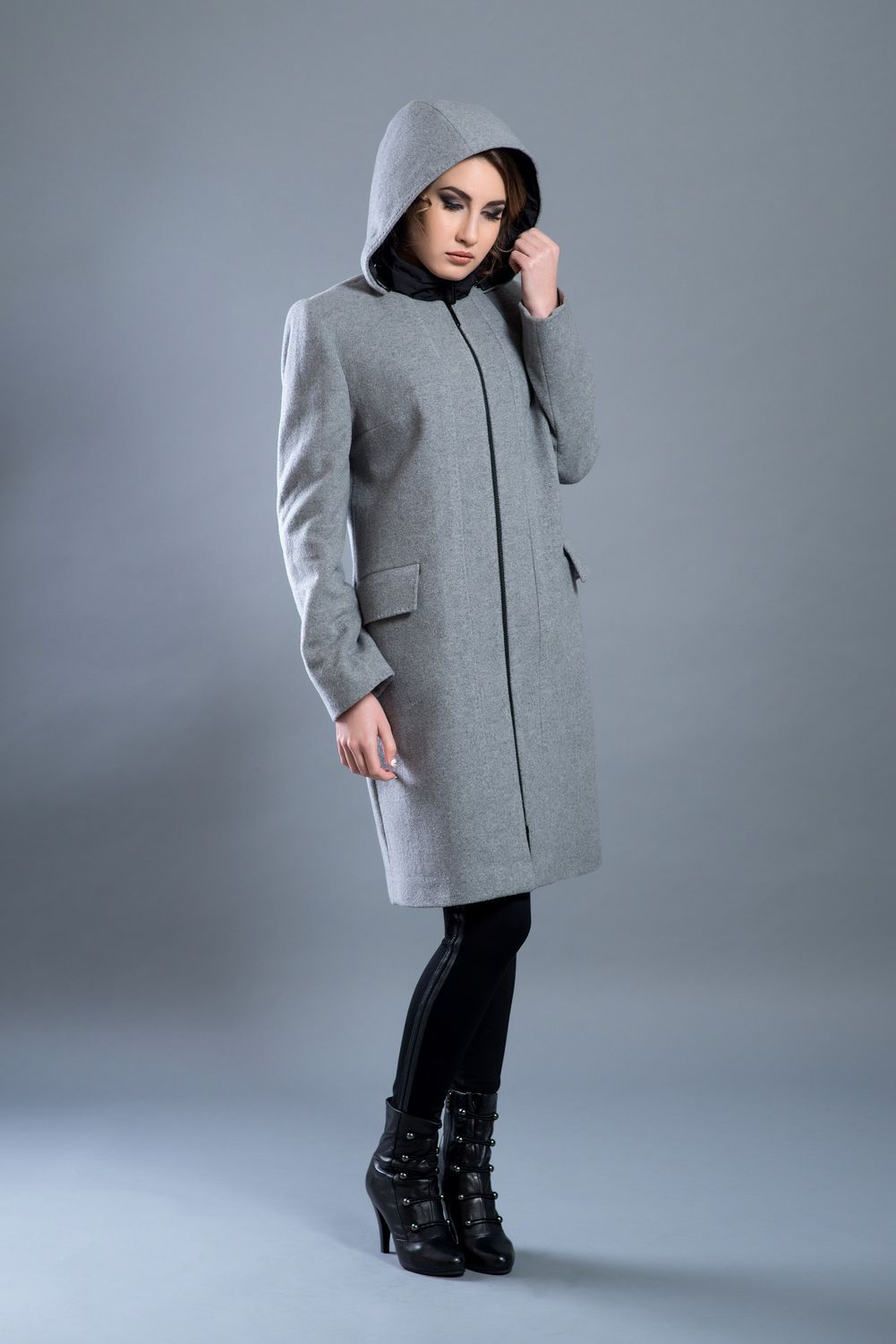 Hooded wool coat with zipper