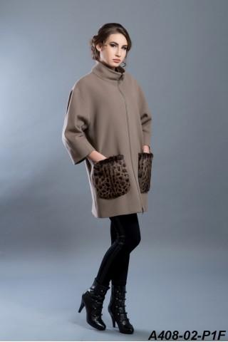Wool coat with rabbit fur pockets