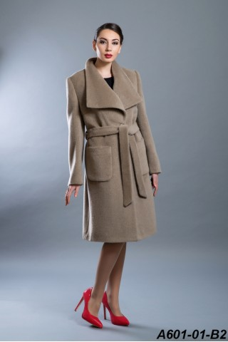 Wool icons coat with wide wing collar
