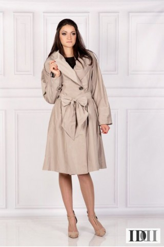 Water-repellent coat with large shawl collar